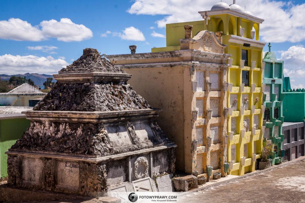 Kolorowy cmentarz nad Jeziorem Atitlan (fotowyprawy.com)