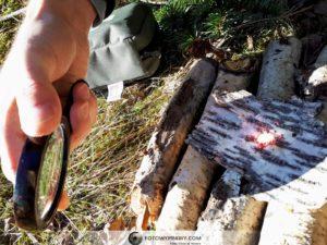 Od lupy można również z łatwością podpalić siarkę z zapałek