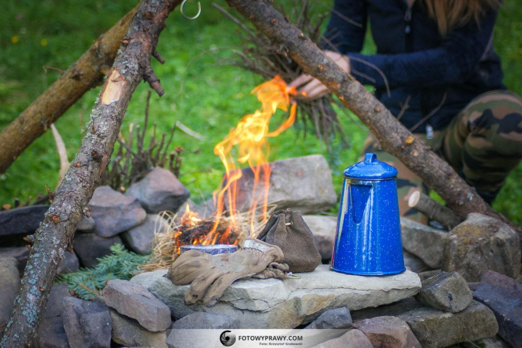 Rozpalanie ognia krzesiwem tradycyjnym z zastosowaniem hubiaka pospolitego
